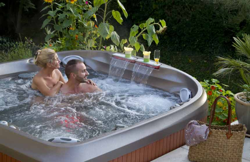 jacuzzi de jardin prix jacuzzi exterieur on decoration d interieur moderne spa places jacuzzi. Black Bedroom Furniture Sets. Home Design Ideas