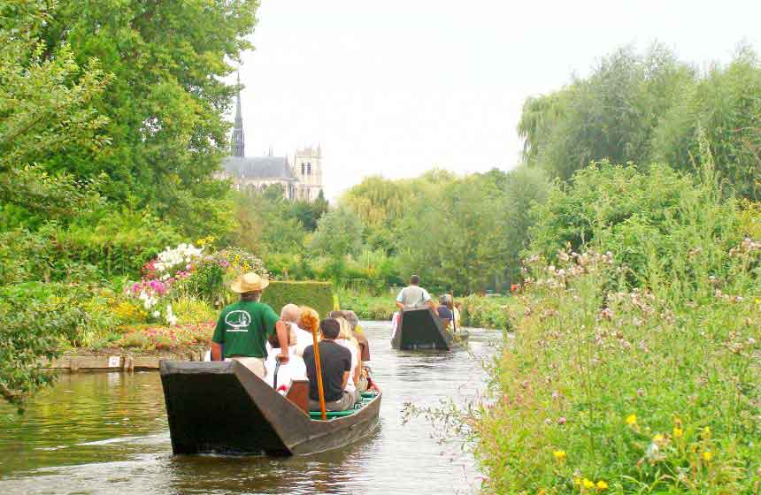 Les Hortillonnages d'Amiens en barque traditionnelle